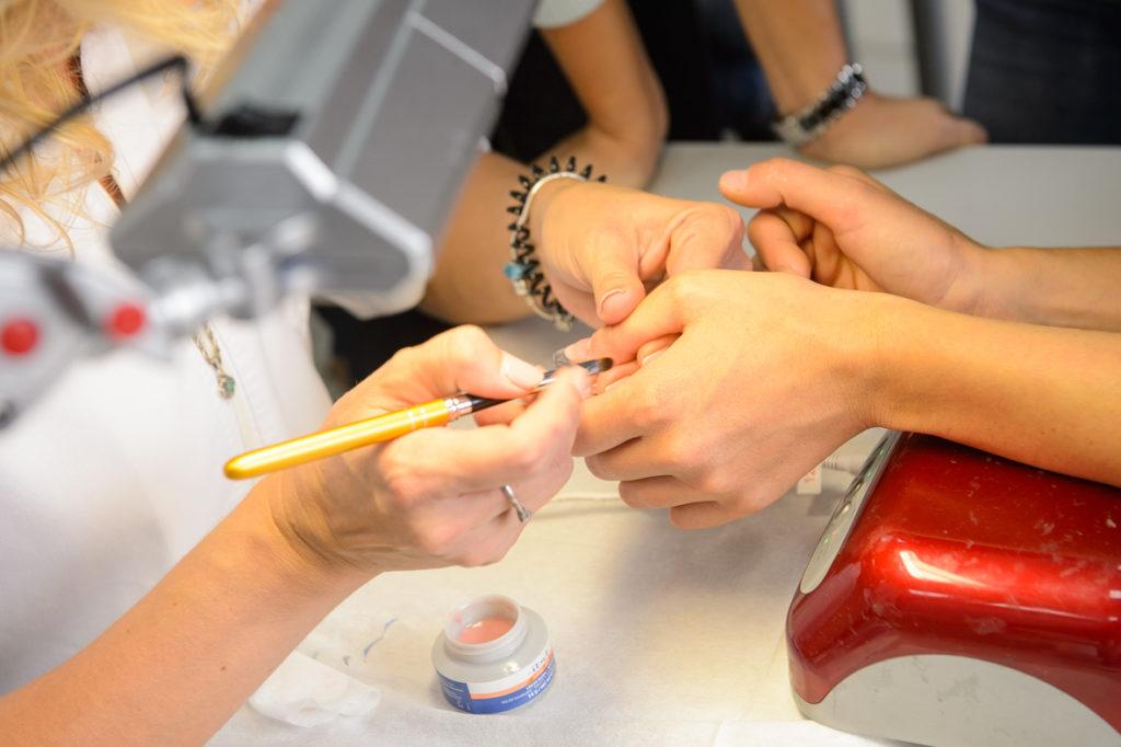школа моделирования ногтей
