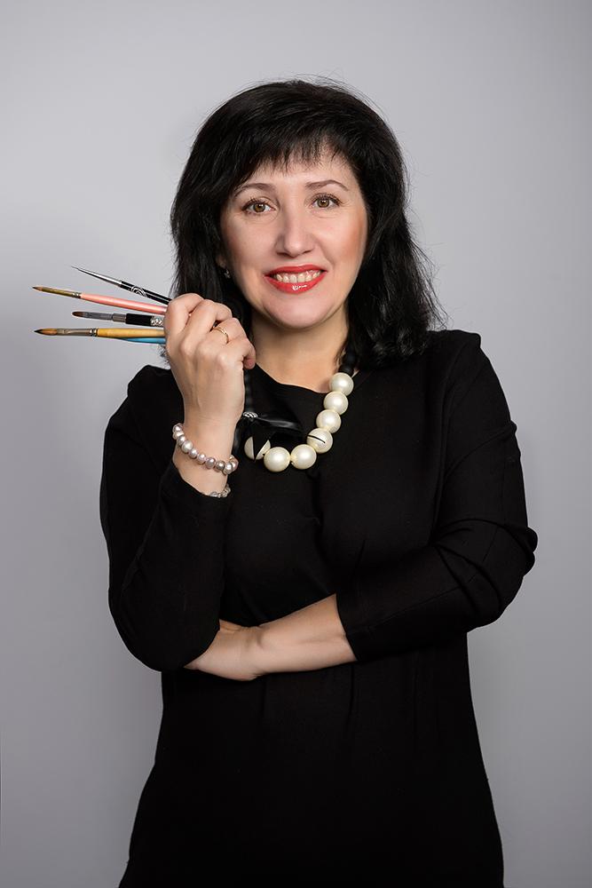 Нана Иванова - обучение моделированию и укреплению ногтей, старший преподаватель и конкурсный тренер Команды ВИКТОРИ