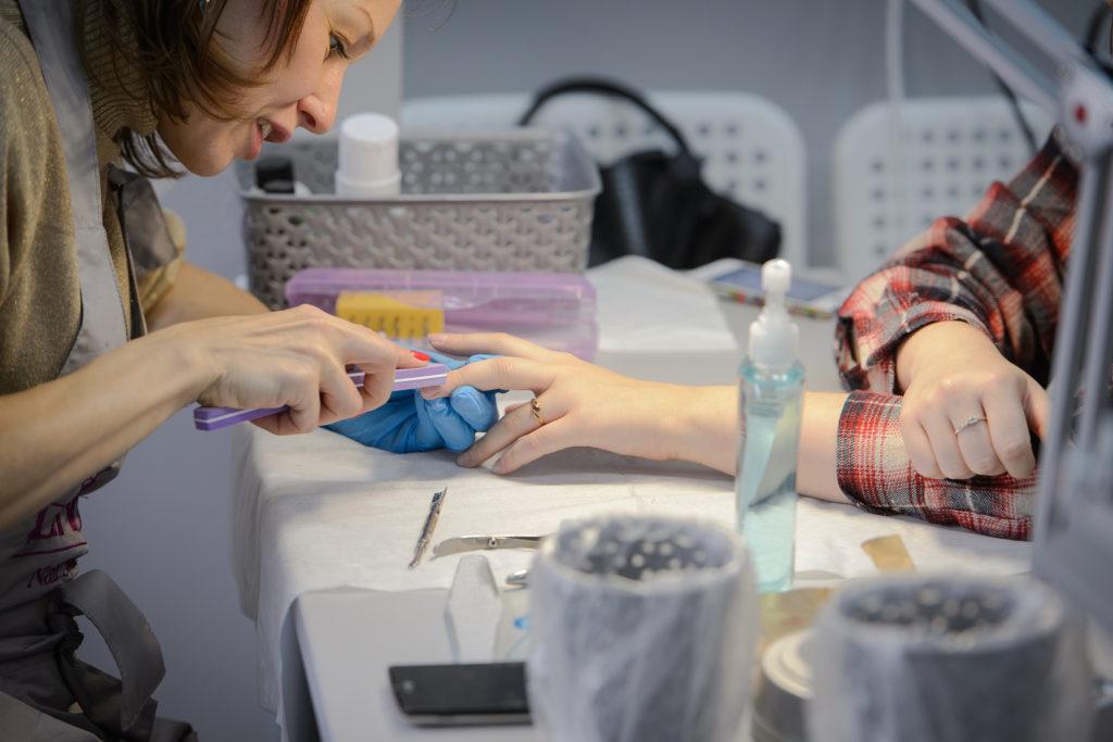 Школа маникюра ВИКТОРИ. Обучение маникюру, педикюру, моделированию и дизайну ногтей.